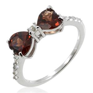 แหวนพลอยโกเมน หรือการ์เนต (Garnet) รูปหัวใจ ประดับเพชร DiamondLike บนดีไซน์รูปโบว์ ตัวเรือนเงินแท้ชุบทองคำขาว